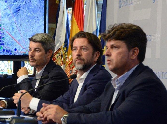 En la presentación de la iniciativa participaron, de izquierda a derecha, el consejero de Turismo, Alberto Bernabé; el presidente del Cabildo de Tenerife, Carlos Alonso, y el consejero del área 2030, Antonio García Marichal.