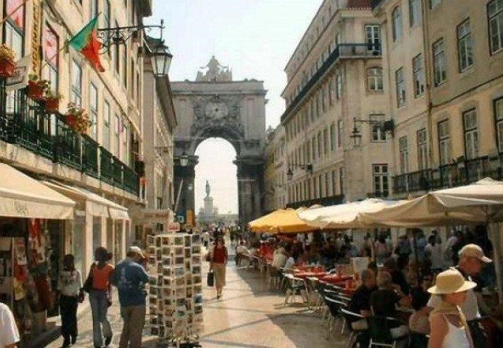 En la pasada Semana Santa policías españoles patrullaron por Lisboa.