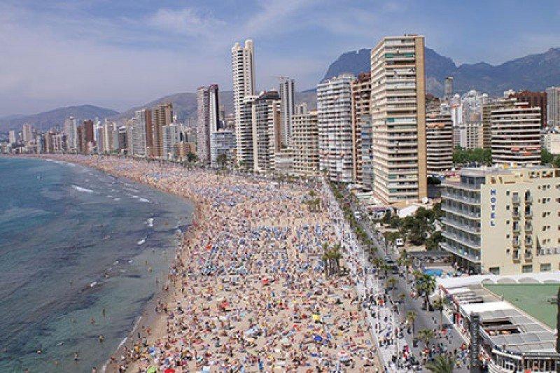 Los españoles que van a salir de viaje este verano se decantan en su mayoría por vacaciones de soy y playa, dentro de España.