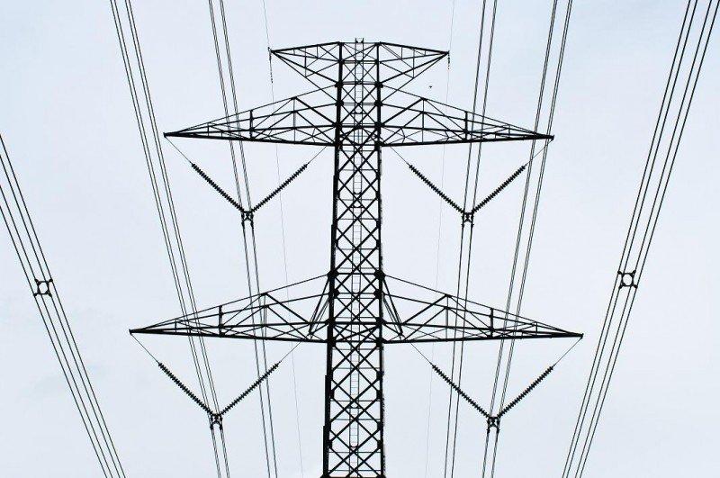 Los establecimientos sancionados habían pinchado la red para obtener electricidad de forma ilegal.