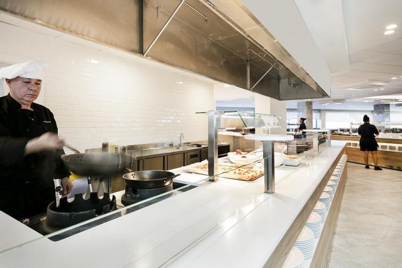 Con la reforma el hotel ha estrenado restaurante tipo buffet con show cooking de cocina nacional e internacional.