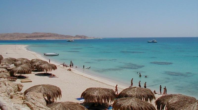 Al menos dos turistas muertos, acuchillados en una playa en Egipto