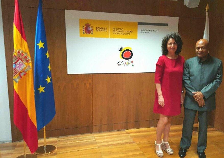 Tomás Mecheba se reunió también con la secretaria de Estado de Turismo, Matilde Asián, para explorar nuevas formas de colaboración turística.