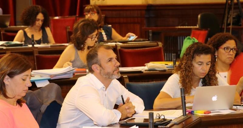 Barceló asegura que por primera vez se establece en Baleares 'un techo real de plazas turísticas'.