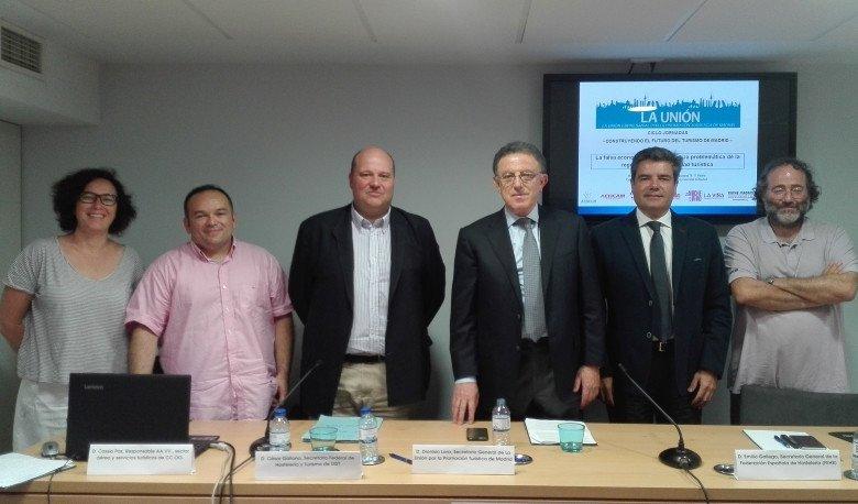 Itziar Marín, de CECU; Cassio Paz, de CCOO;   César Galiano, de UGT; Dionisio Lara, de La Unión; Emilio Gallego, de la FEHR;  Enrique Villalobos, de la Federación Regional de Asociaciones Vecinales de Madrid.