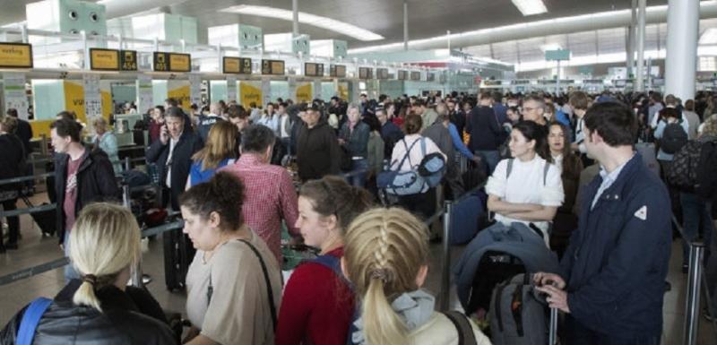 Vuelven las colas a la T1 de Barcelona-El Prat
