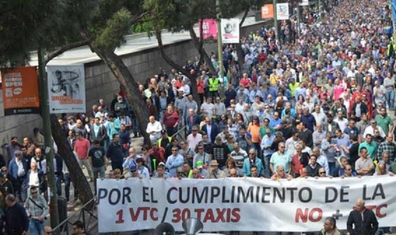 Los taxistas harán huelga en Madrid y protestas en Barcelona este jueves (Foto de archivo, de anteriores protestas)