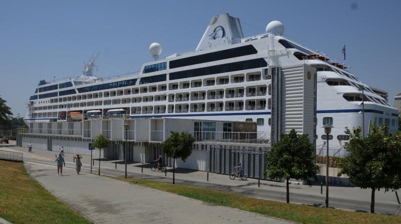 El Sirena, de Oceania Cruises, ha recalado en Sevilla esta semana.