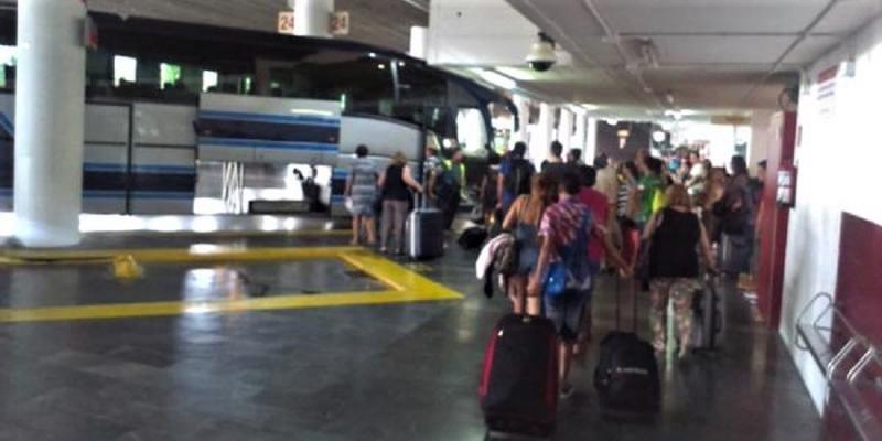 Los autobuses aumentan su oferta un 40% en la segunda operación salida