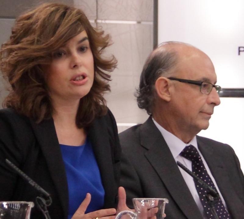 La vicepresidenta, Soraya Sáenz de Santamaría, y el ministro de Hacienda, Cristóbal Montoro.