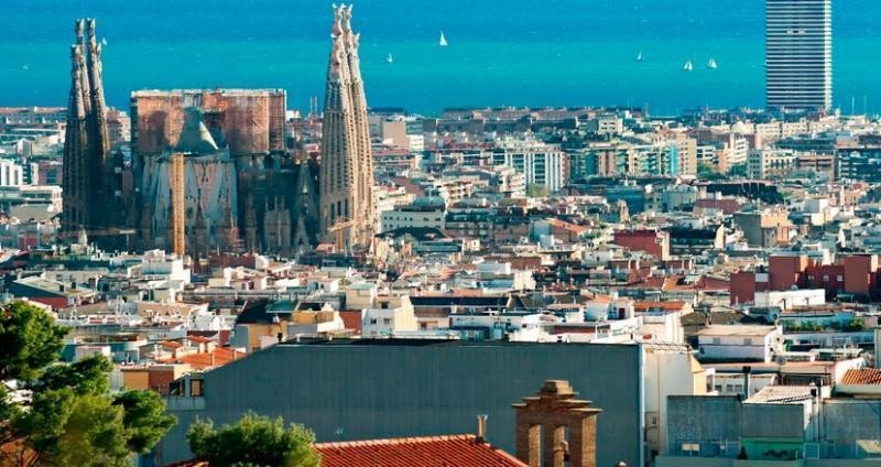 El primer hotel de Logitravel, Airbnb claudica, Barcelona, ranking RRSS...