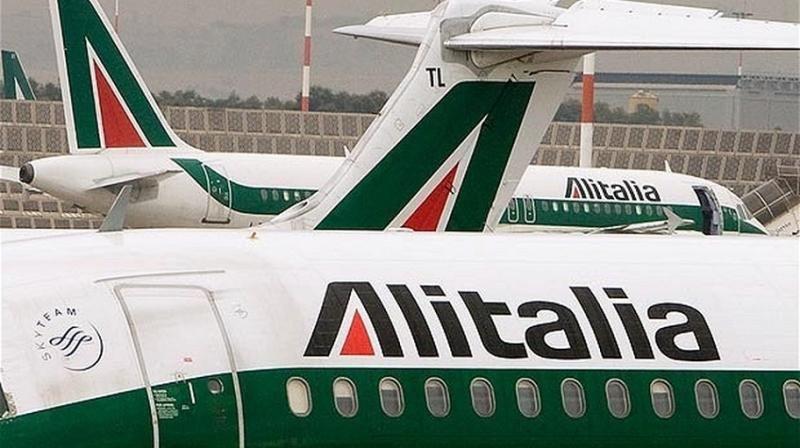 Los administradores de Alitalia evalúan ofertas, cinco de otras aerolíneas
