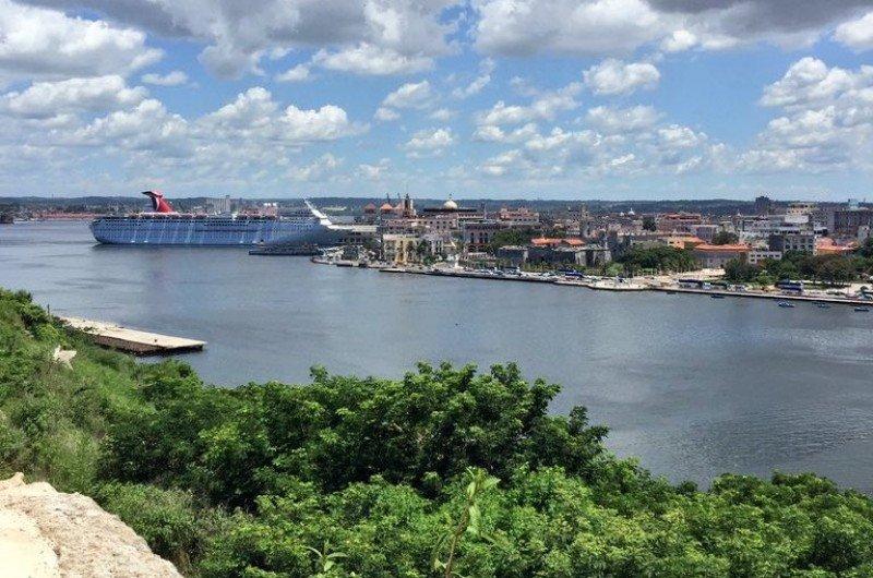 El Carnival Paradise es el crucero más grande que haya hecho escala en Cuba. Foto: Carnival Cruise.
