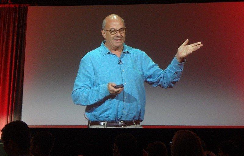 Jeff Hoffman ofreció una conferencia con ejemplos sorprendentes de innovación y conceptos tan simples como removedores.