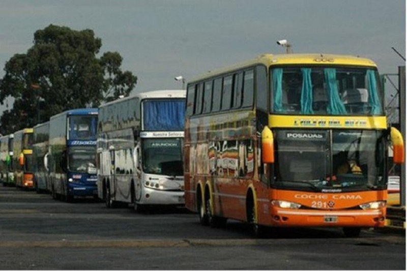 Choferes de larga distancia levantan paro en Argentina
