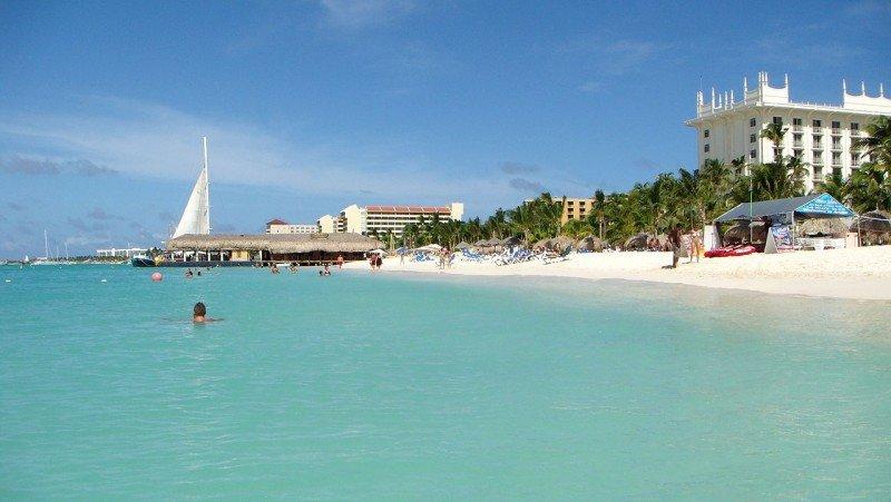 Más de 800 turistas argentinos visitan semanalmente Aruba