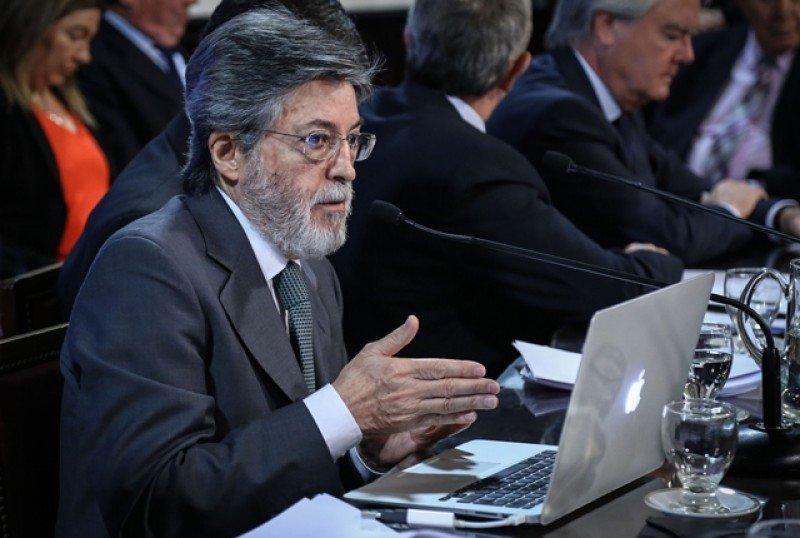 Alberto Abad, titular de la agencia impositiva de Argentina, anunció el plan para regularizar a las plataformas.