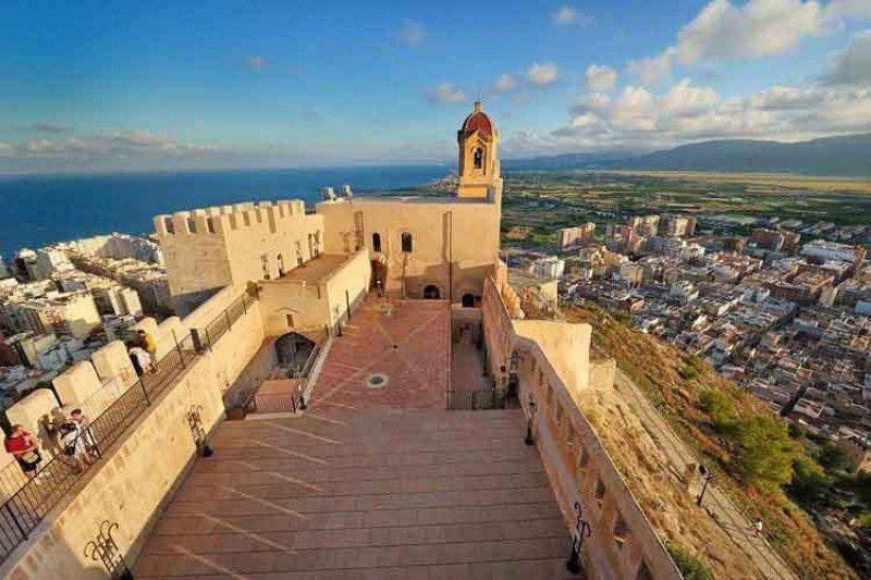 La ciudad valenciana es pionera en un programa que busca promover un 'servicio responsable' entre los prestadores turísticos. Foto: Cullera Turismo.