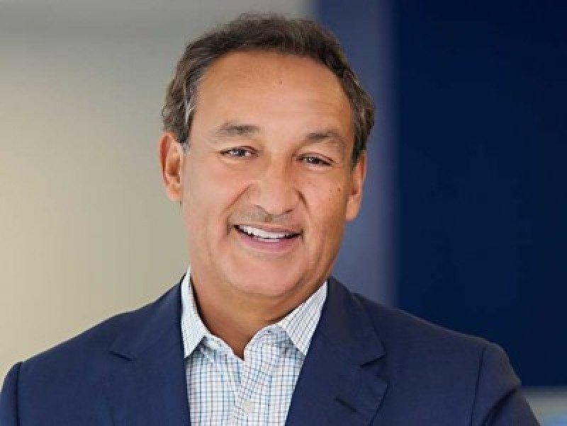 Oscar Muñoz, CEO de United, ha experimentado la influencia de las redes sociales..