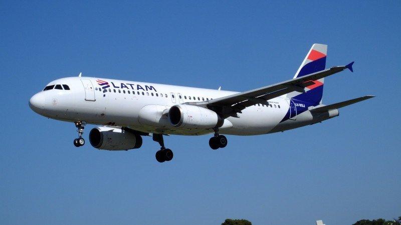 Argentina: tripulantes de LATAM no venderán a bordo hasta no acordar con la empresa
