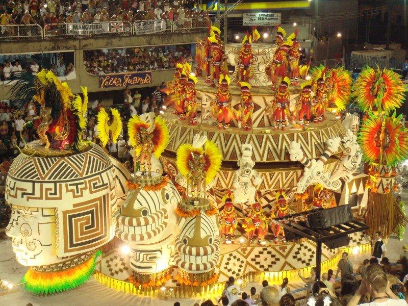 Temer se compromete a buscar ayuda financiera para el Carnaval de Río