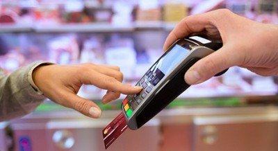 Uruguay baja arancel máximo de tarjetas de débito a pequeños comercios