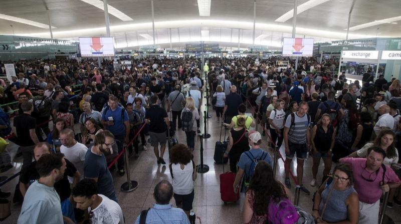 Las acciones podrán dirigirse contra todos los actores implicados, incluyendo el gestor aeroportuario Aena. Foto Efe.
