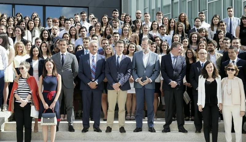 Foto de familia de Rajoy en la celebración del 40 aniversario de Grupo Hotusa, con el presidente de Galicia, Alberto Núñez Feijóo; y el presidente del Grupo, Amancio López. Foto: Xunta de Galicia.