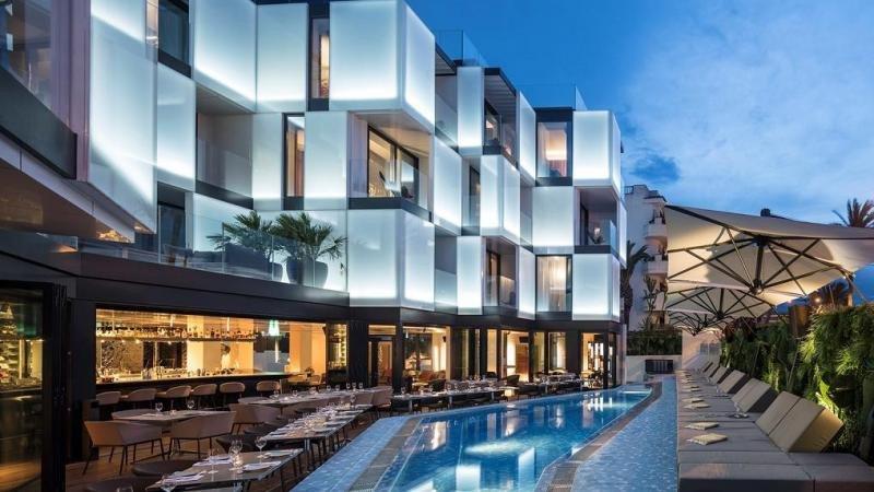 El hotel Sir Joan se distingue por su diseño y por la calidad de sus servicios e instalaciones, además de albergar obras de artistas locales. Foto: Amit Geron.