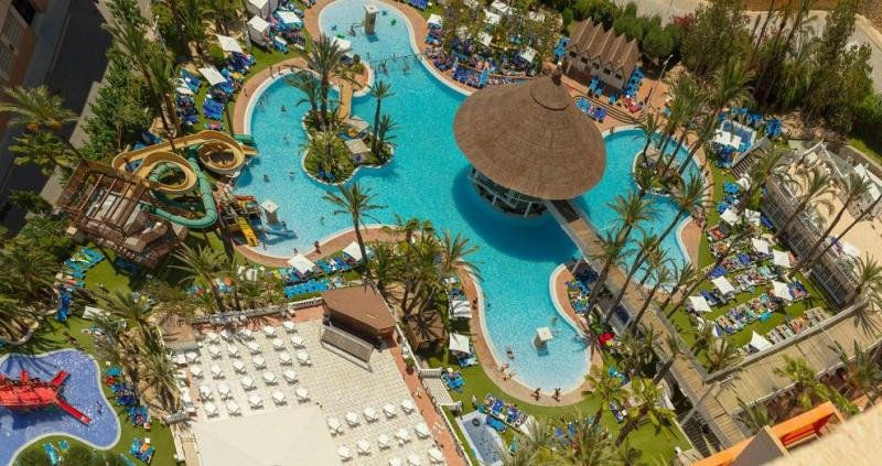 Con el nuevo sistema aplicado por Magic Costa Blanca en su aparthotel Tropical Splash siempre hay hamacas disponibles para los clientes.