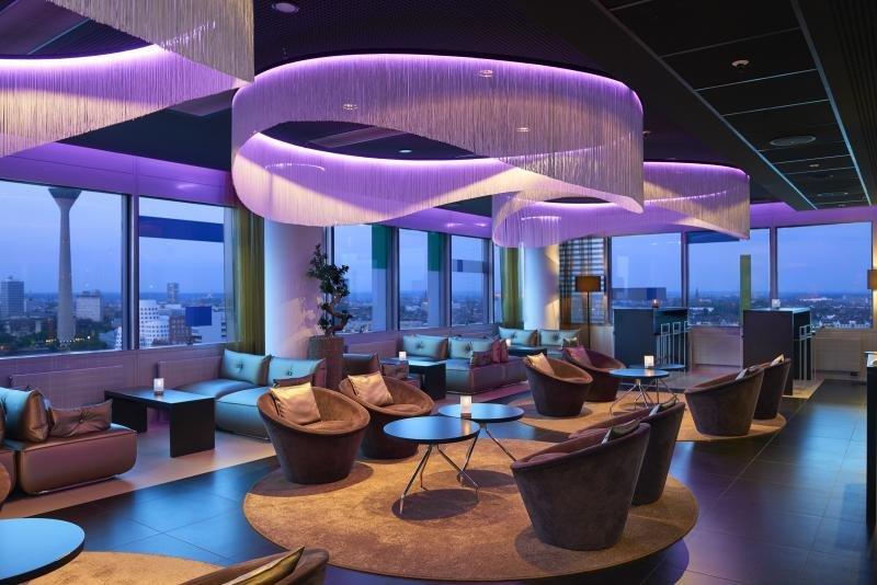 Sky Lounge and Bar Night del Innside Dusseldorf Hafen de Meliá Hotels International.