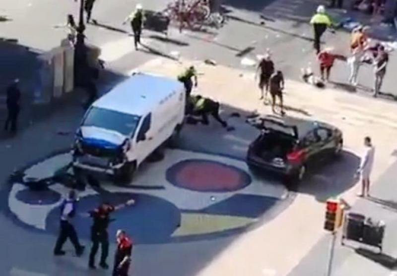 La furgoneta empleada en el ataque, en las Ramblas de Barcelona. Imagen: Twitter.