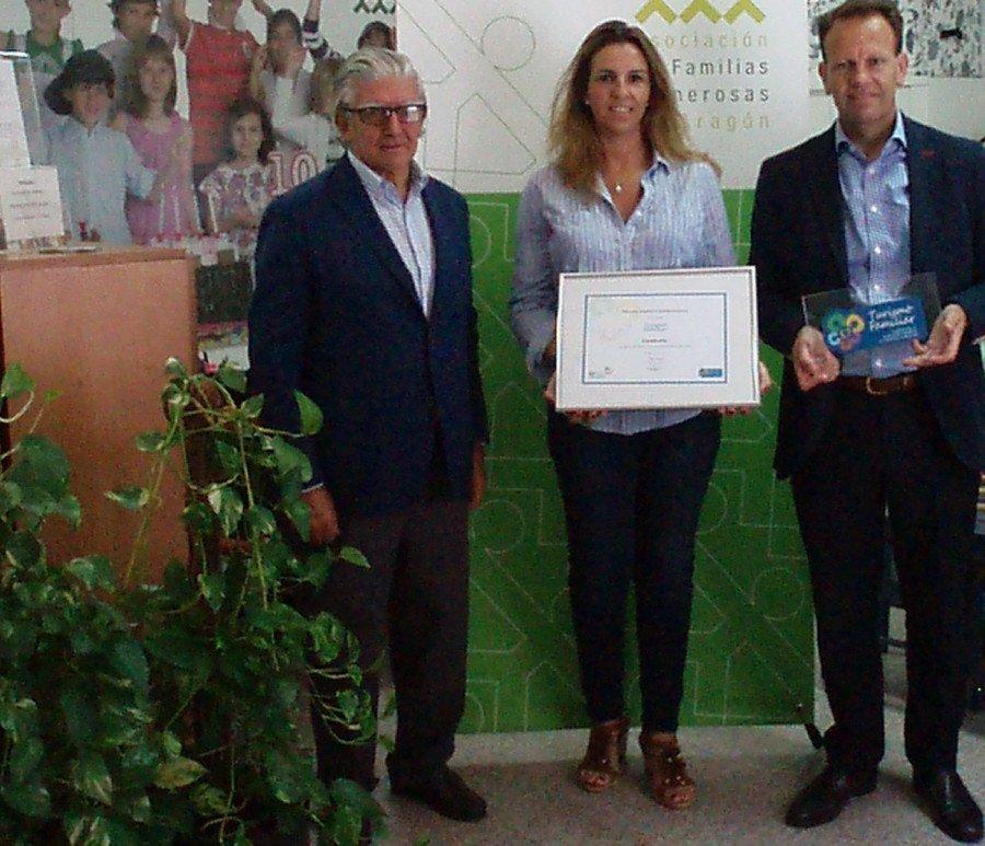 El sello se entregó en la sede de la asociación en Aragón y contó con la presencia de Virginia Irache, en representación de la FEFN, y con Fernando Yarza y Fernando Montón por parte de Candanchú.