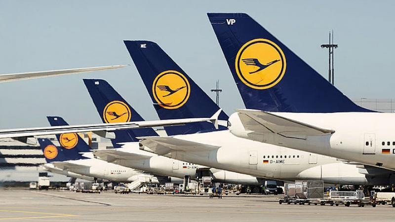 Lufthansa mejora la nota de su deuda y sale del bono basura para Moody's