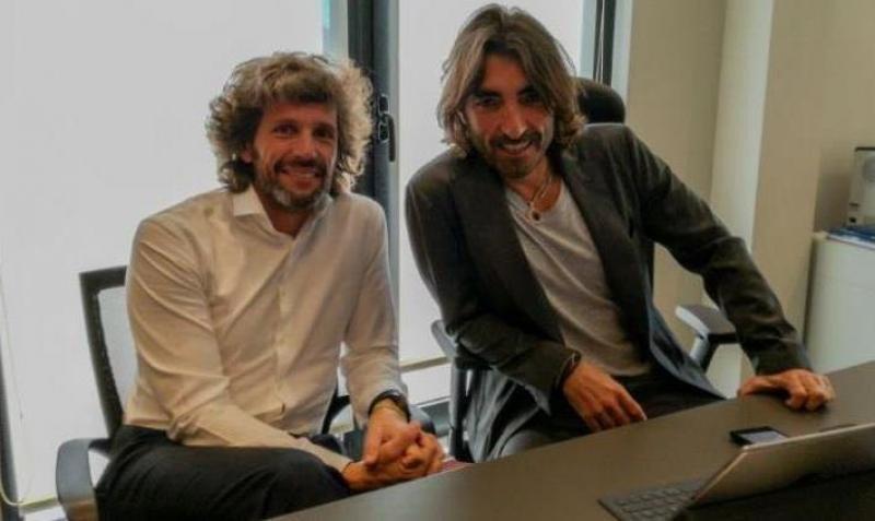 Javier Hidalgo, a la derecha, junto con el director general de la compañía, Pedro Serrahima. Foto : HOSTELTUR.