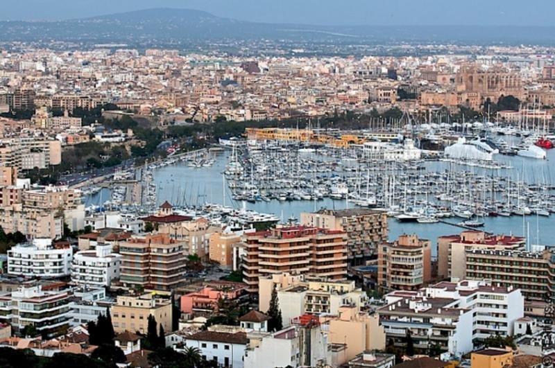Booking cumplirá la ley balear: borrará los pisos turísticos sin licencia