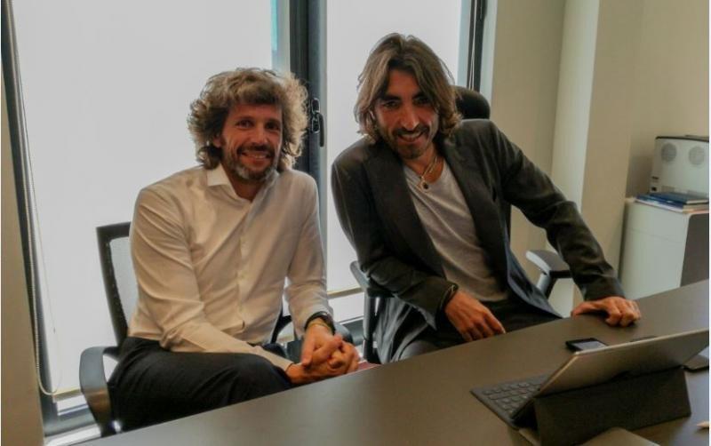 Pedro Serrahima (Izda.), junto a Javier Hidalgo. Foto: HOSTELTUR