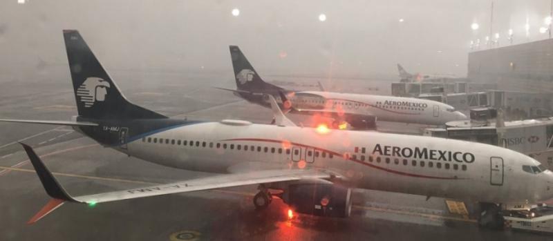 Cierran el Aeropuerto de Ciudad de México, inundado por las lluvias ( Foto: @GerardSg12)
