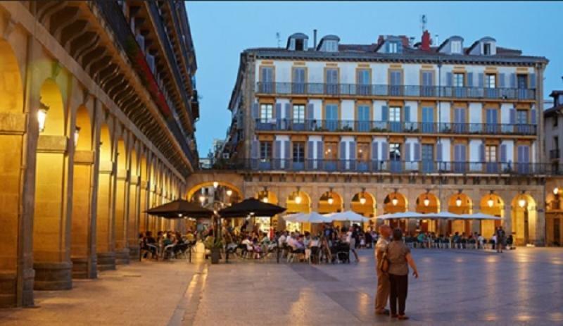 San Sebastián prohíbe nuevos pisos turísticos en la Parte Vieja