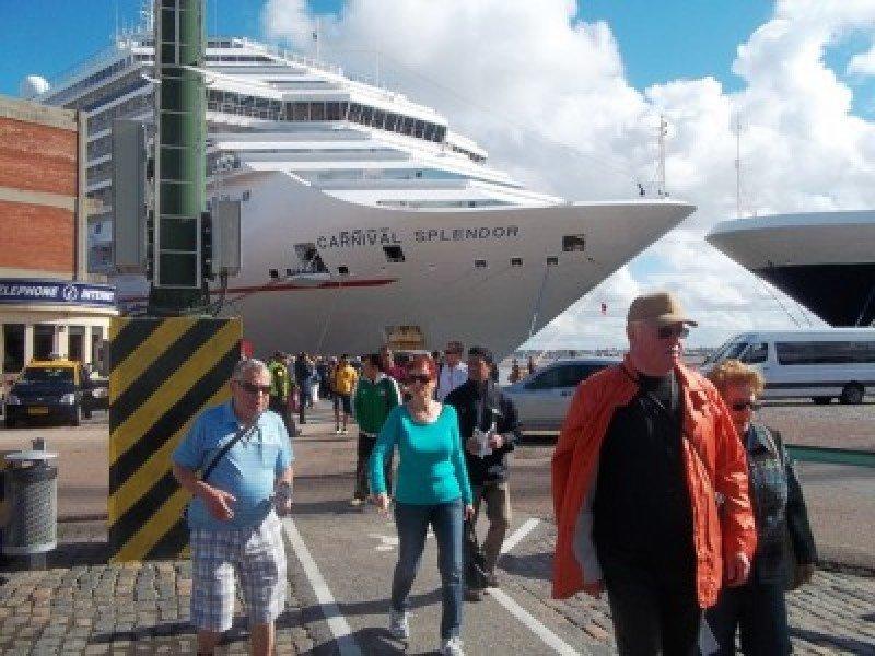 Turistas de cruceros en el Puerto de Montevideo.