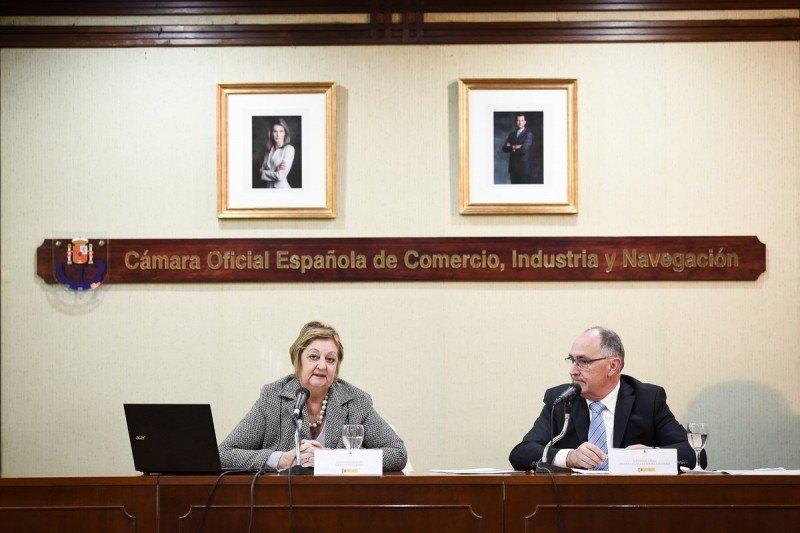 Ministra Liliam Kechichian junto al presidente de la Cámara Española de Comercio, Industria y Navegación, Fernando Vidal. Foto: CamacoesUy