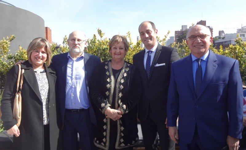 Elizabeth Villalba, directora de Turismo de Montevideo; Juan Martínez, presidente de la Cámara Uruguaya de Turismo; ministra Liliam Kechichian; Gilberto Echeverry y Arnaldo Nardone.