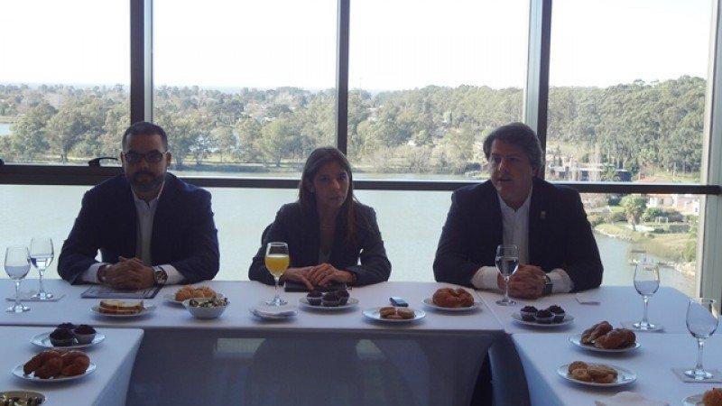 Gerente Frank Marrero, Graylis Garcés (Saceem) y Agustín Maddocks.