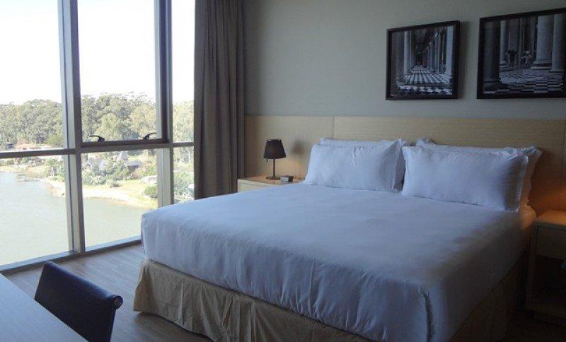 Las suites tienen vista al lago y dos habitaciones independientes con dos baños.