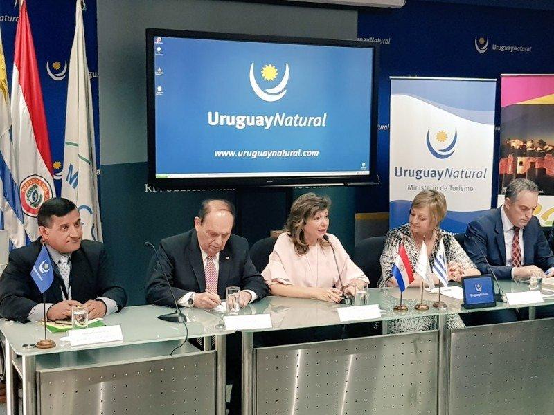 Autoridades de Uruguay y Paraguay en la presentación de la ruta de Artigas. Foto: Uruguay Natural