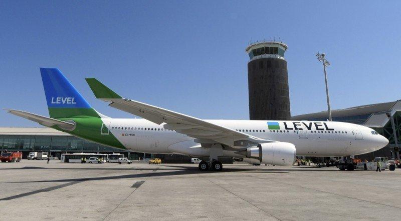 Pasajeros de aerolínea Level podrán comprar productos a bordo vía celular