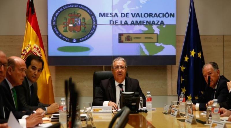 La mesa de valoración de la amenaza terrorista, presidida por el ministro del Interior en una reunión extraordinaria, ha decidido mantener el nivel 4 (sobre 5) de alerta antiterrorista en España. Foto: Ministerio del Interior.