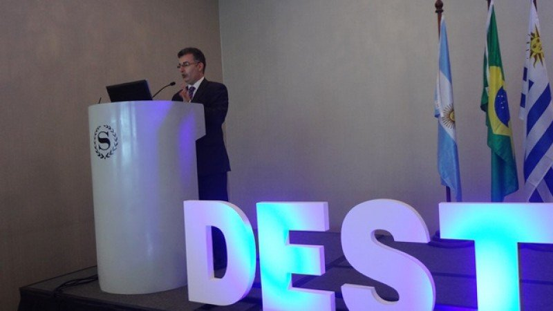 Pablo Sismanian, director de Productos Turísticos del Inprotur de Argentina, en el Congreso Regional de Destinos de Montevideo. Foto: J. Lyonnet.