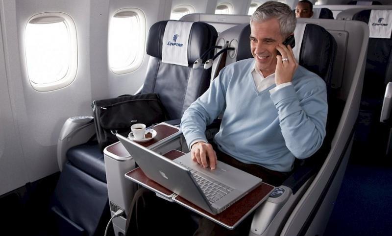 Reino Unido levanta veto a aparatos electrónicos en vuelos desde El Cairo