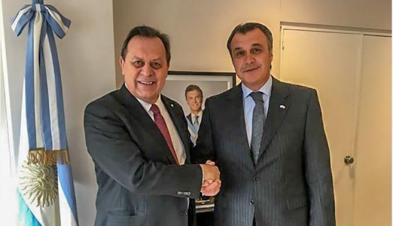 Gustavo Santos, ministro de Turismo de Argentina  (Izda.), y Rafael Gallego, presidente de CEAV.